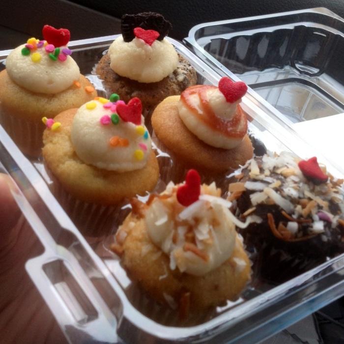 05-02 cupcakes!
